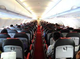 Đi máy bay nên ngồi đầu hay cuối?